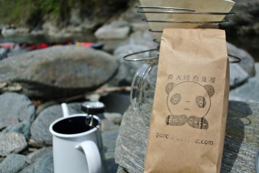 コーヒーアウトドア器具とぱんだコーヒー豆