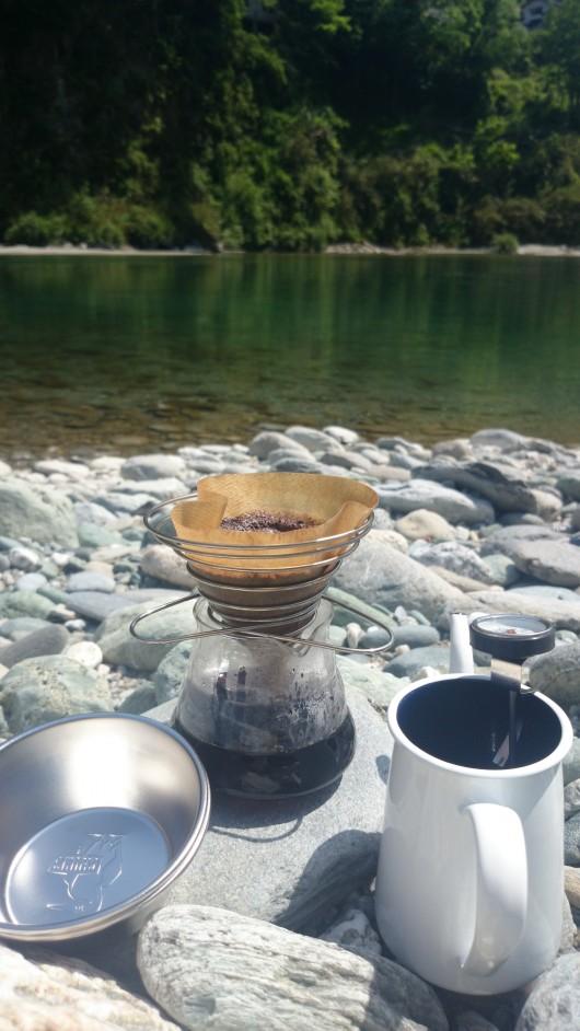河原で飲むコーヒー
