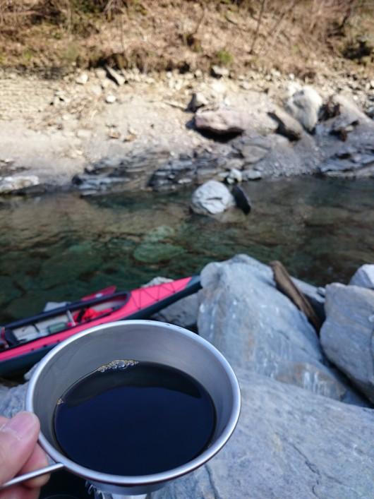 川コーヒーを味わう