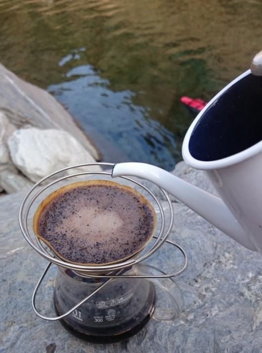 外でコーヒー